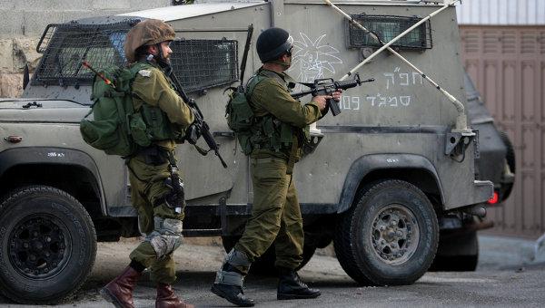 Палестинец ранил трех израильских солдат, сбив их на машине