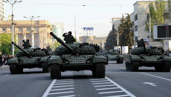 Песков: никто не может рекомендовать отменить парад Победы в Донецке