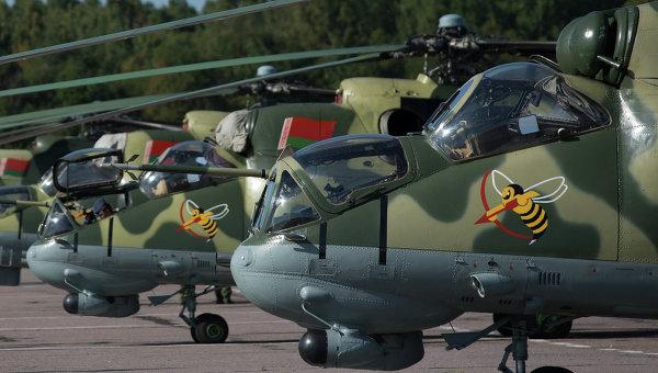 Вертолет ВС Белоруссии завалился на бок при посадке в Гомельской области