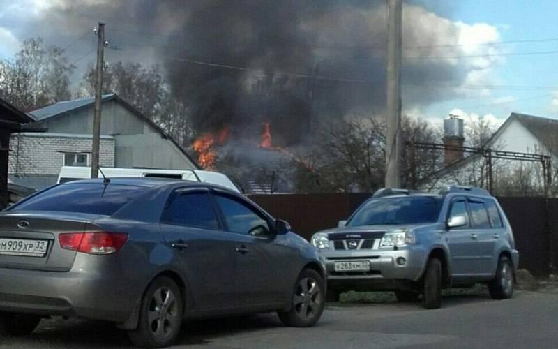 В поселке Супонево спасатели почти час тушили жилой дом