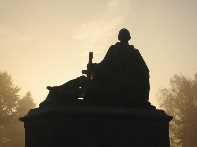 Сносить советские памятники в Польше — варварство?