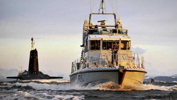СМИ: испанский катер попытался помешать подлодке США причалить в Гибралтаре