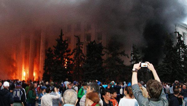 Около 3 тысяч жителей Донецка вышли на митинг в память о трагедии в Одессе