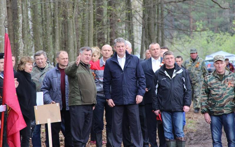 Брянские чиновники поучаствовали впосадке леса