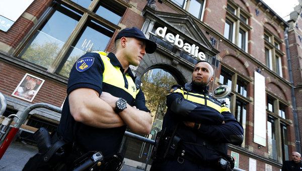 Полиция в Роттердаме эвакуировала поезд из-за бесхозных чемоданов