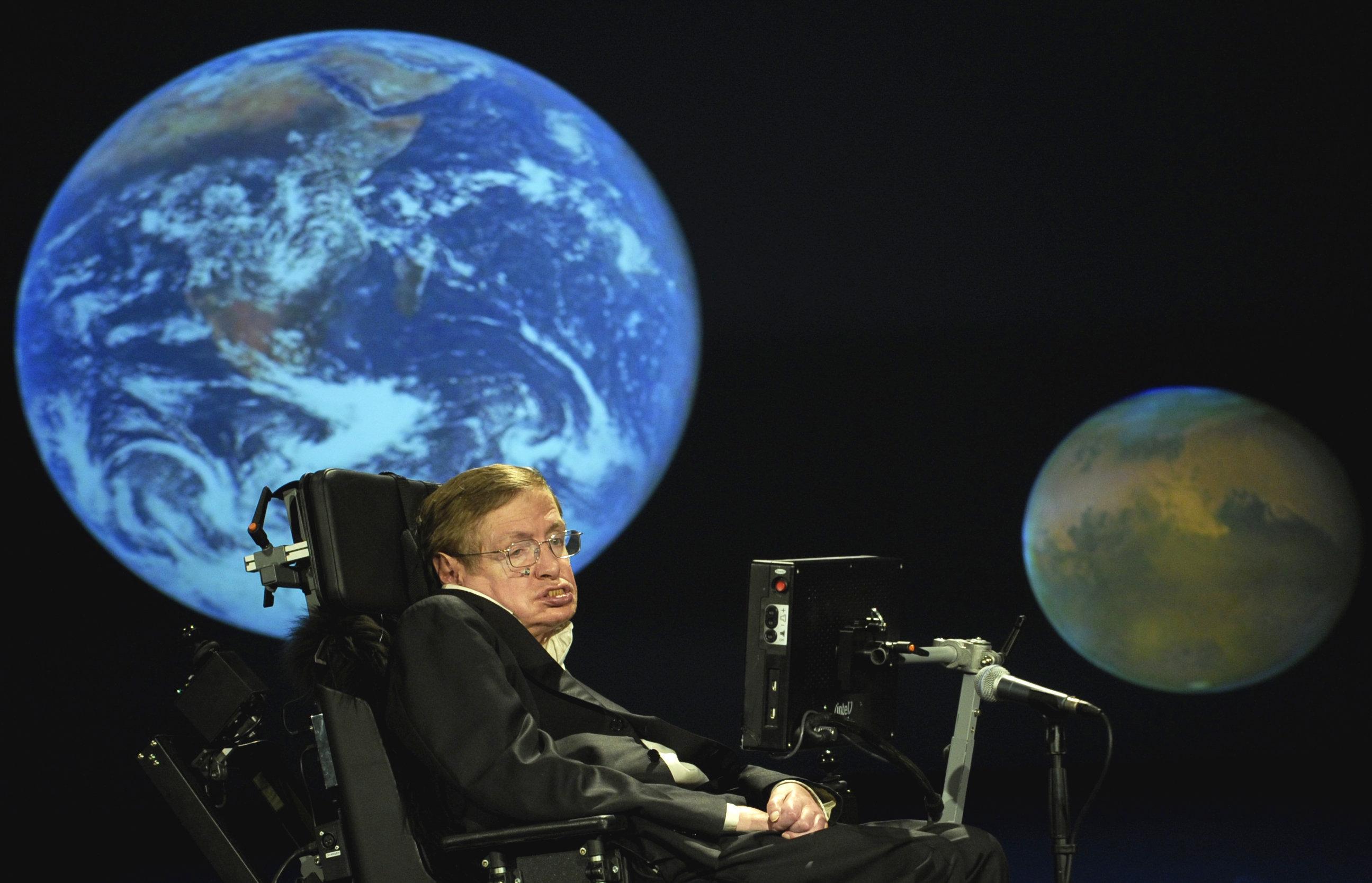 Стивена Хокинга впечатляет российское лидерство в космосе. Но в этом он несколько ошибается