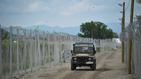 Полиция Македонии нашла почти 70 мигрантов в грузовике по дороге в Сербию