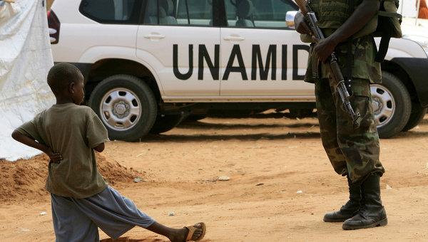 ЮНАМИД: в Дарфуре при нападении на лагерь беженцев погибло двое детей