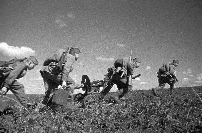 Военная форма и Ленин: Geo едет в Москву 1941 года