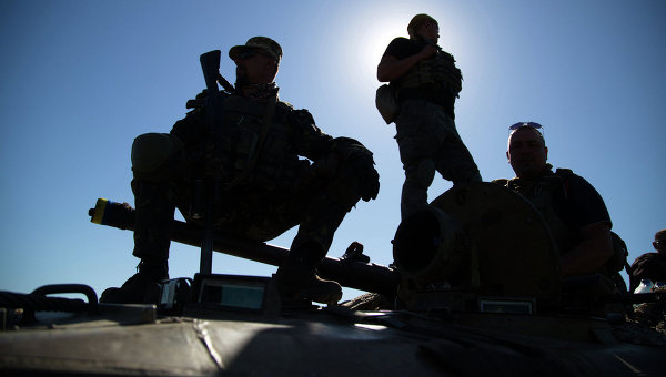 В ДНР заявили о боях между нацбатальонами и украинскими военными в Донбассе