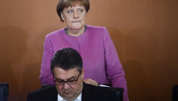 Вице-канцлер ФРГ считает, что Меркель развернула курс миграционной политики