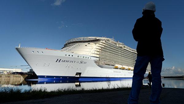 Самый большой в мире круизный лайнер отправился из Франции в плавание