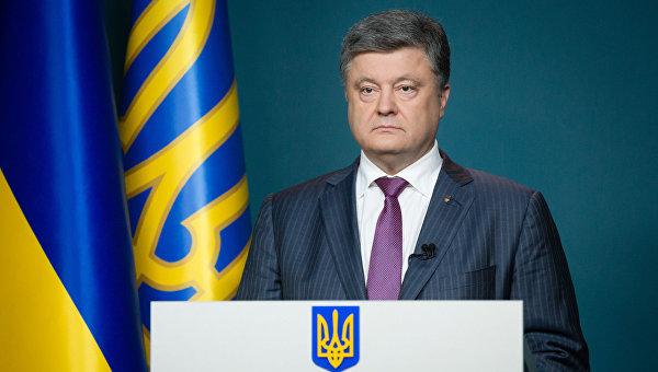 Порошенко просят запретить ввоз на Украину товаров, изготовленных в России