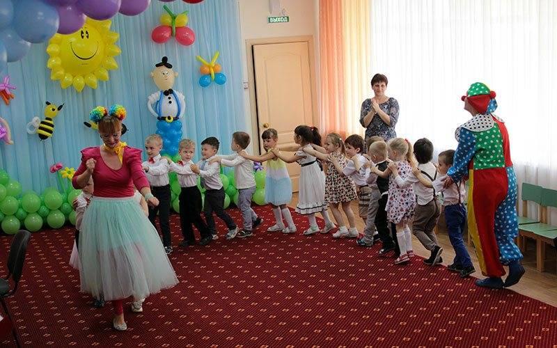 Брянский детский сад «Солнышко» год работы отметил концертом