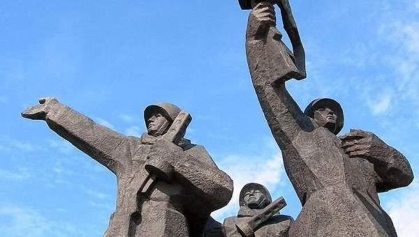 СМИ: памятник Освободителям Риги вновь предложили снести