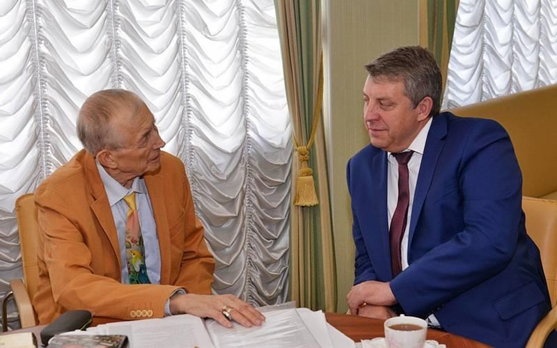 Поэт Евгений Евтушенко поговорил сбрянским губернатором ополитике, литературе икультуре