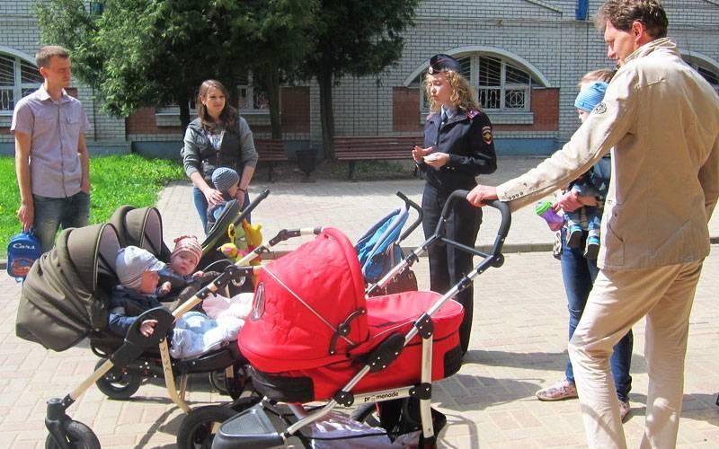Брянским мамам ипапам напомнили оправилах дорожного движения