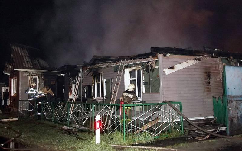 В Брянске во время крупного пожара пострадали два человека