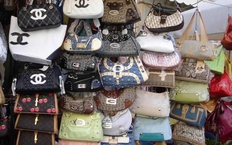 На мини-рынке вФокинском районе нашли сомнительные сумки отChanel