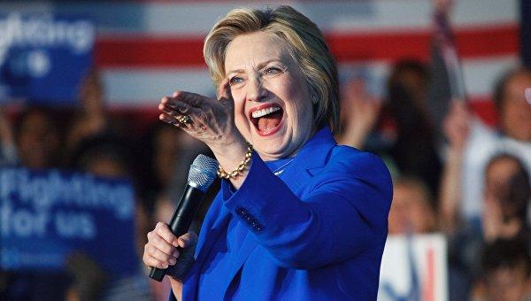 Клинтон заработала более пяти миллионов долларов за свою книгу