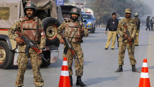 В результате двух взрывов в Пакистане пострадали 10 человек