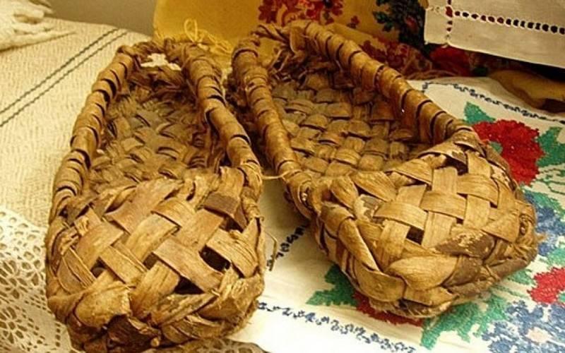 Гостей брянского музея Ткачевых научат пользоваться угольным утюгом иносить лапти