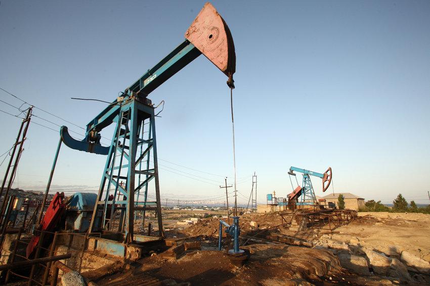 Цена на нефть приблизилась к 50 долларам за баррель