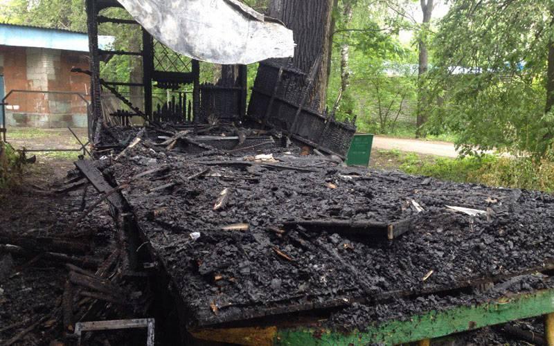Вбрянском парке железнодорожников сгорел вагончик