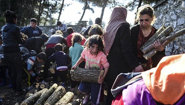 ООН следит за соблюдением прав беженцев при перемещении из лагеря в Идомени