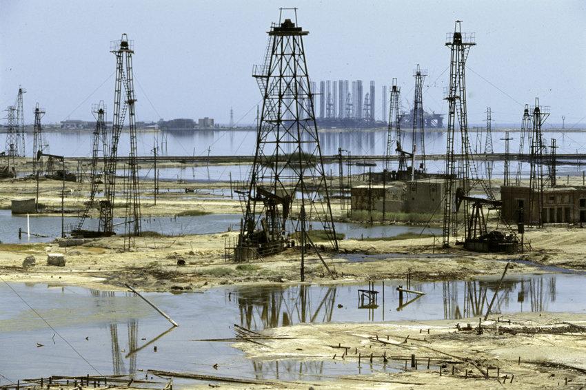 Цена на нефть упала ниже 48 долларов за баррель