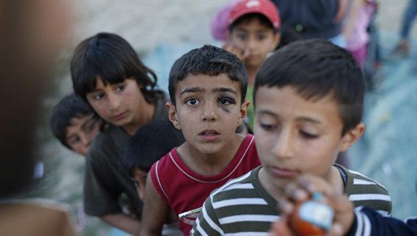 Власти Греции начали постепенную эвакуацию лагеря беженцев близ Идомени
