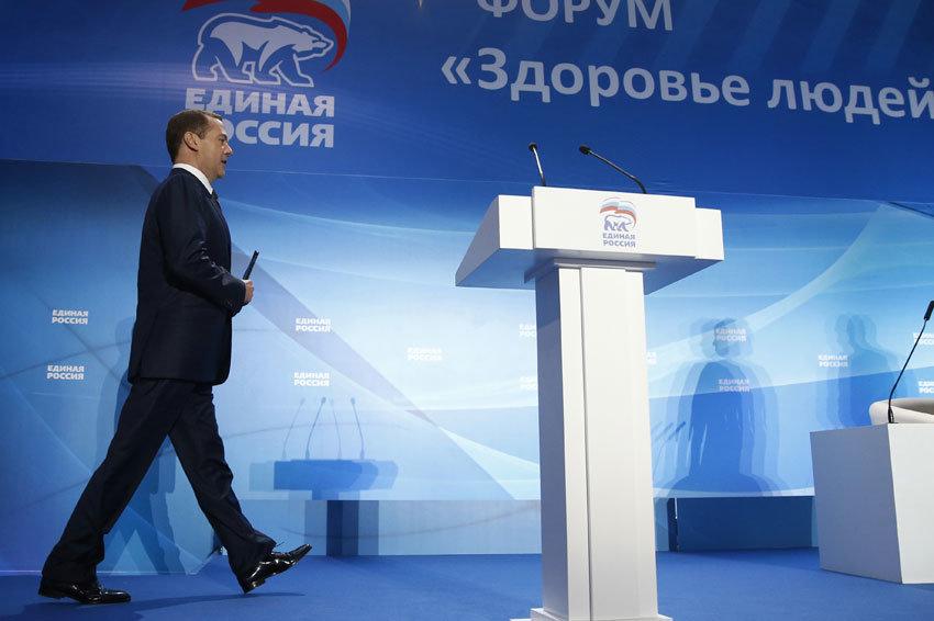 Медведев поручил разобраться с незаконной застройкой в Алупке