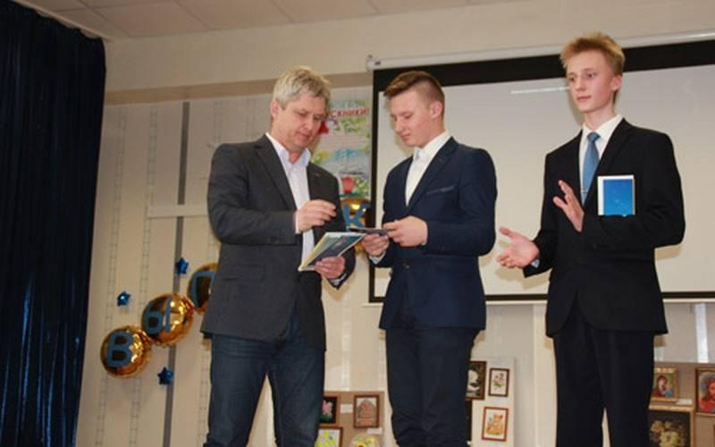 Десять брянских гимназистов получили премии отдепутатов