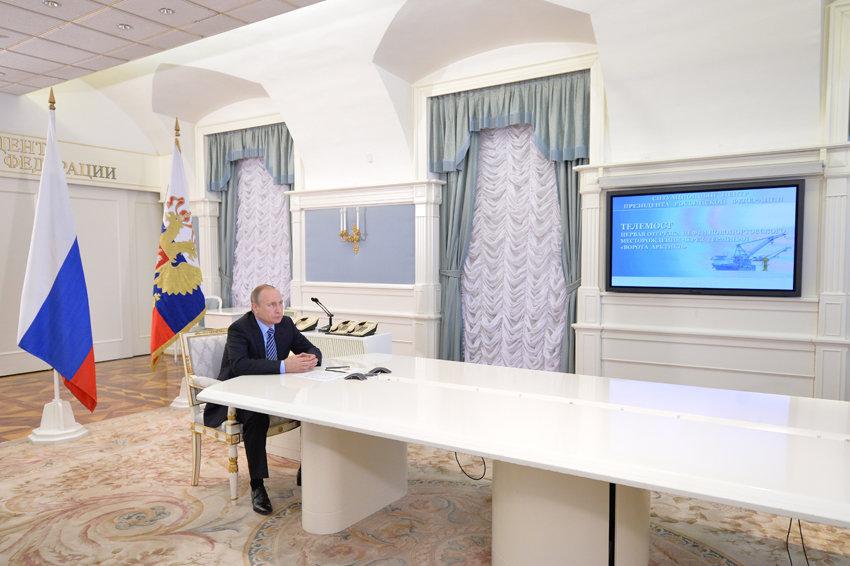 Путин назвал знаковым событием пуск терминала