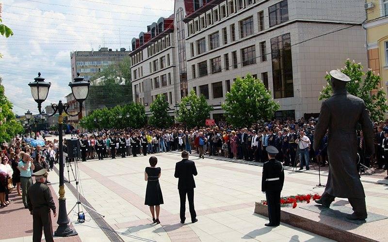 В Брянске 50-летие визита Юрия Гагарина отметили митингом