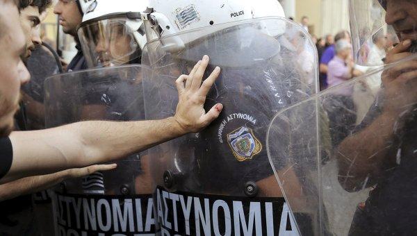 В Багдаде полиция применила слезоточивый газ для разгона демонстрантов