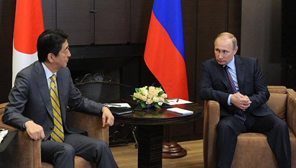 Абэ проинформировал партнеров по G7 об итогах встречи с Путиным в Сочи