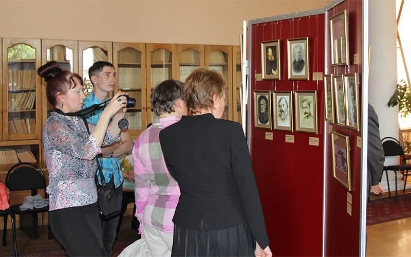 В Брянске открылась выставка, посвященная 200-летию Алексея Толстого