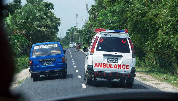 В Бангладеш с моста упал автобус, девять человек погибли