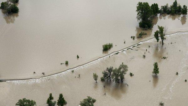В результате паводка на юге Китая пять рафтеров погибли