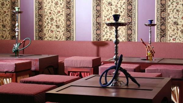 СМИ: в Омане начали бороться с курением кальянов
