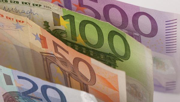 В Германии в пожертвованном беженцам коврике волонтеры нашли 20 тысяч евро