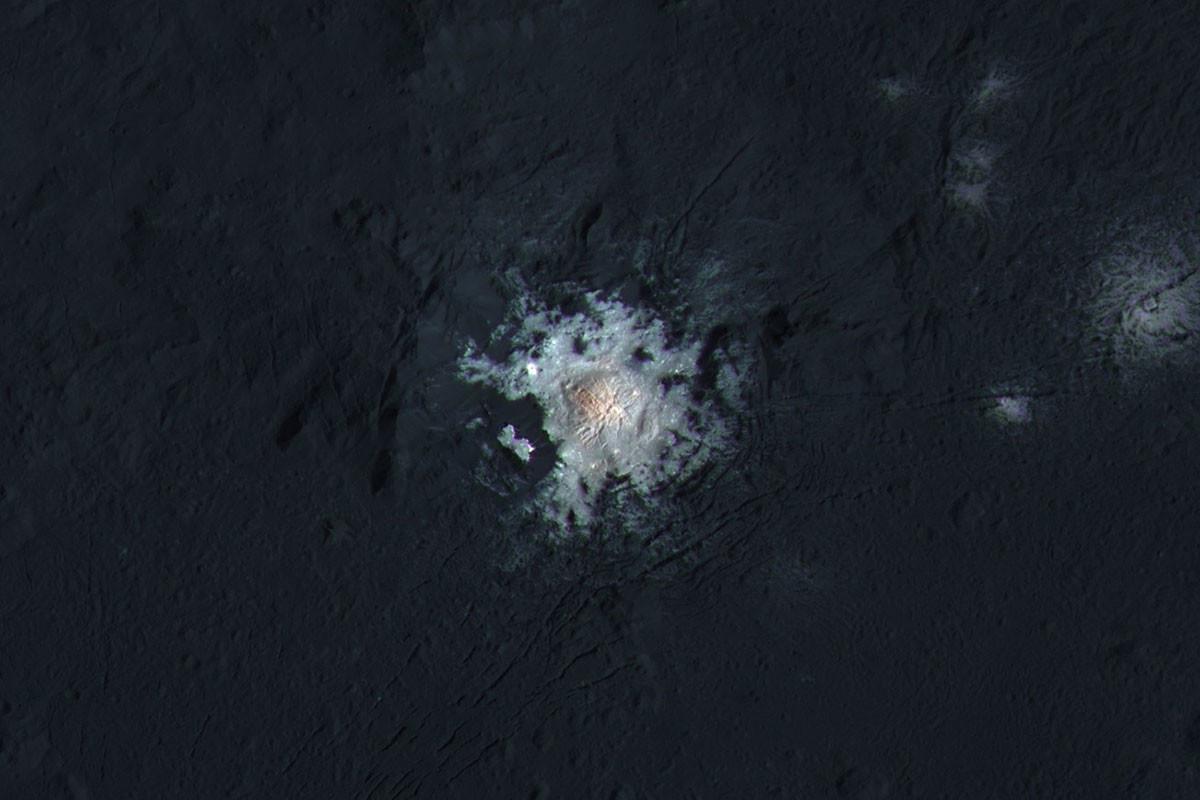 Жизнь на Церере? Загадочные изменения яркости пятен запутали ученых