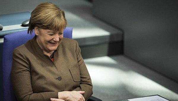 Канцлер ФРГ посоветовала всем, кто опасается беженцев, познакомиться с ними