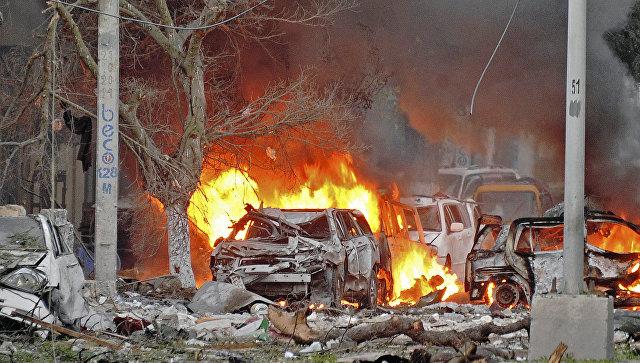 СМИ: число жертв взрыва и стрельбы в Могадишо увеличилось до 15
