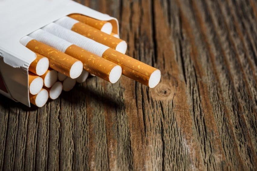Минздрав запретит курить в автомобиле