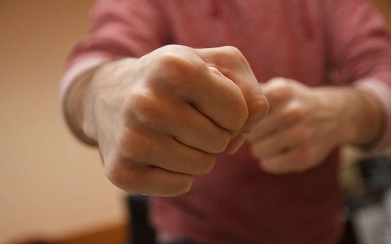 Брянец, ударивший полицейского вКурской области, заплатит штраф