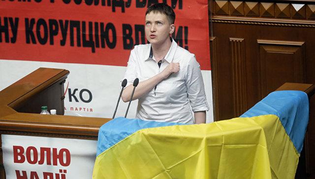 Азаров о политической карьере Савченко: на арену вышел новый клоун