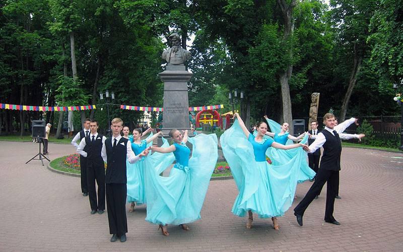 Брянский парк-музей Толстого отметил 80-летний юбилей