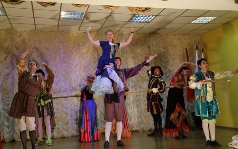 Московские артисты показали вБрянской воспитательной колонии спектакль «Плут Скапен»